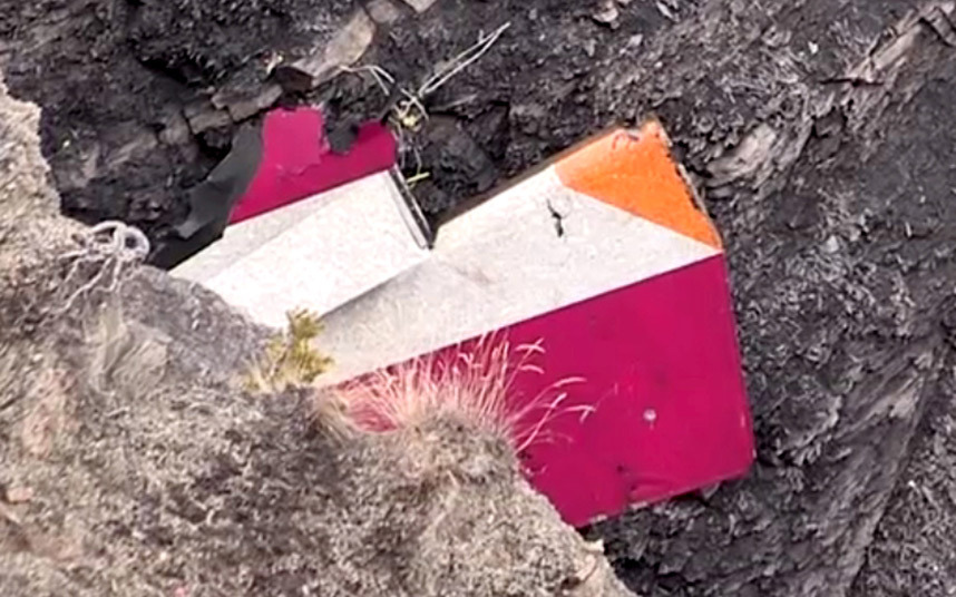 Các mảnh vỡ bất thường của Airbus A320 tiết lộ điều gì? - 1