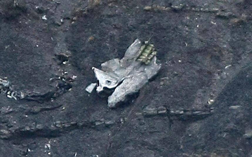 Các mảnh vỡ bất thường của Airbus A320 tiết lộ điều gì? - 3
