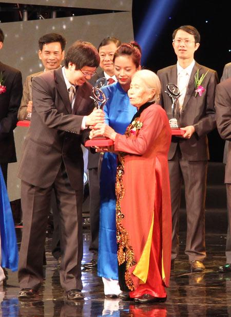 Phong Tê thấp Bà Giằng vinh dự nhận giải thưởng chất lượng Quốc gia 2014 - 2