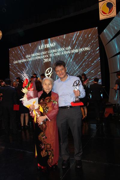 Phong Tê thấp Bà Giằng vinh dự nhận giải thưởng chất lượng Quốc gia 2014 - 3