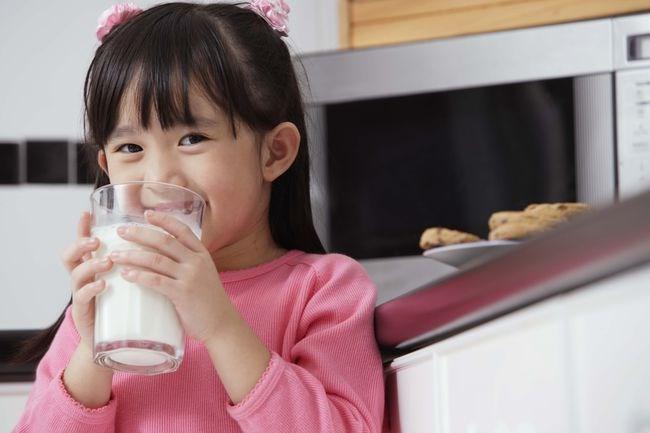 Khi nào sữa trở nên độc hại với trẻ? - 1