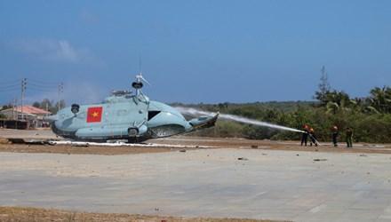 Hé lộ nguyên nhân trực thăng rơi trên đảo Phú Quý - 1