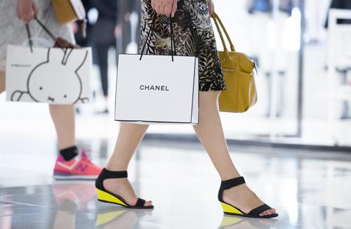 Hong Kong phản đối cách Chanel giảm giá đồ hiệu - 3