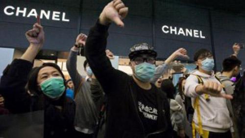 Hong Kong phản đối cách Chanel giảm giá đồ hiệu - 2