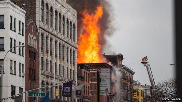 Mỹ: Nổ khí ga, 3 chung cư đổ sập - 2