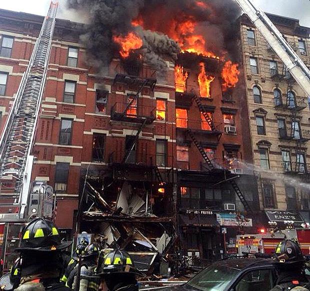 Mỹ: Nổ khí ga, 3 chung cư đổ sập - 1