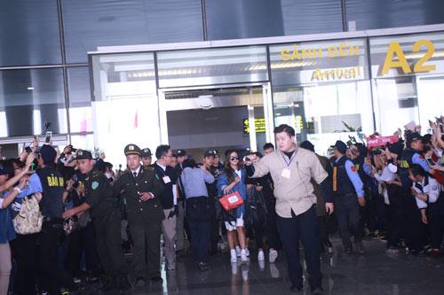 """Loạt sao Hàn khủng chen chân giữa """"rừng"""" fan Hà Nội - 8"""