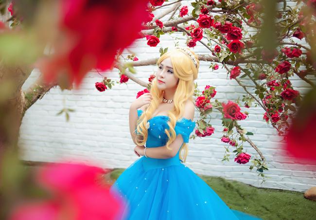 Nguyễn Khánh Chi - cô gái Hà Nội nổi tiếng trong cộng đồng cosplay cũng đã nhanh chóng thiết kế trang phục của các nhân vật trong bộ phim đình đám
