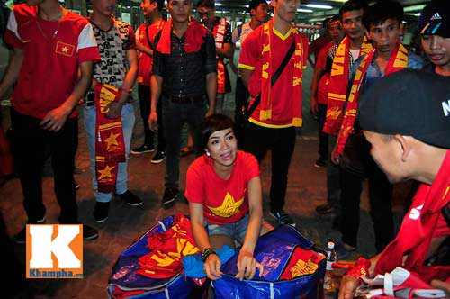 U23 Malaysia - U23 VN: Ngỡ ngàng Công Phượng - 24