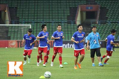 U23 Malaysia - U23 VN: Ngỡ ngàng Công Phượng - 14