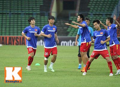 U23 Malaysia - U23 VN: Ngỡ ngàng Công Phượng - 15