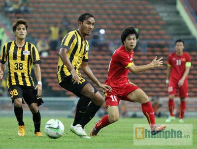U23 Malaysia - U23 VN: Ngỡ ngàng Công Phượng - 17