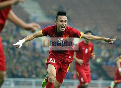 U23 Malaysia - U23 VN: Ngỡ ngàng Công Phượng - 19