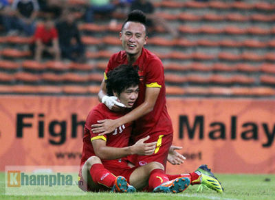 U23 Malaysia - U23 VN: Ngỡ ngàng Công Phượng - 22