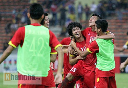 """Thắng trận đầu, Công Phượng & U23 VN """"tưng bừng nhảy múa"""" - 5"""