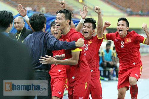 """Thắng trận đầu, Công Phượng & U23 VN """"tưng bừng nhảy múa"""" - 8"""