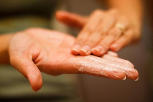 5 bước rửa mặt đúng cách chị em cần biết - 2