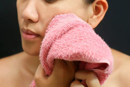 5 bước rửa mặt đúng cách chị em cần biết - 4