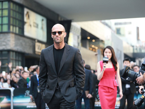 Jason Statham bảnh bao trên thảm đỏ Fast & Furious - 3