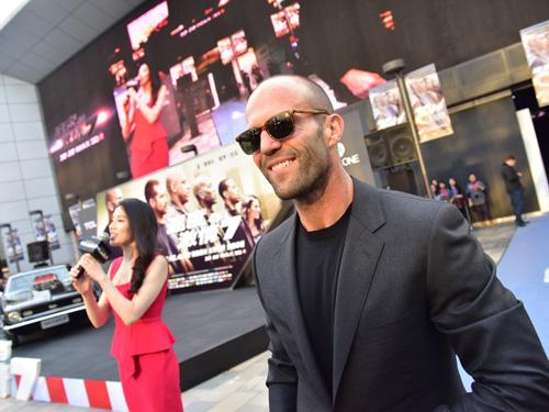 Jason Statham bảnh bao trên thảm đỏ Fast & Furious - 8