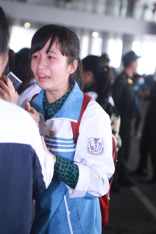 Khóc ngất vì sao Hàn: Hãy tôn trọng cảm xúc người khác! - 1