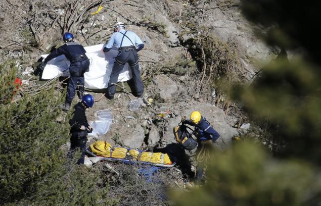 Máy bay A320 rơi: Không thi thể nào còn nguyên vẹn - 4