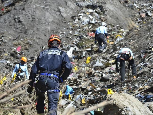 Máy bay A320 rơi: Không thi thể nào còn nguyên vẹn - 3