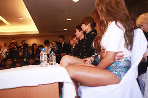 EXO nói tiếng Việt, Sistar hát Hello Việt Nam - 17