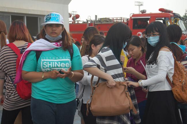 Fan Việt xếp hàng dài vào xem thần tượng - 4