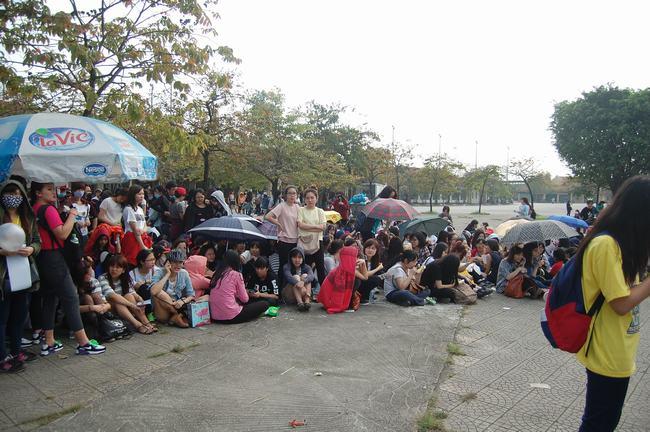 Fan Việt xếp hàng dài vào xem thần tượng - 8