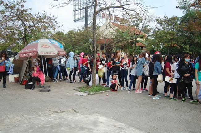 Fan Việt xếp hàng dài vào xem thần tượng - 9