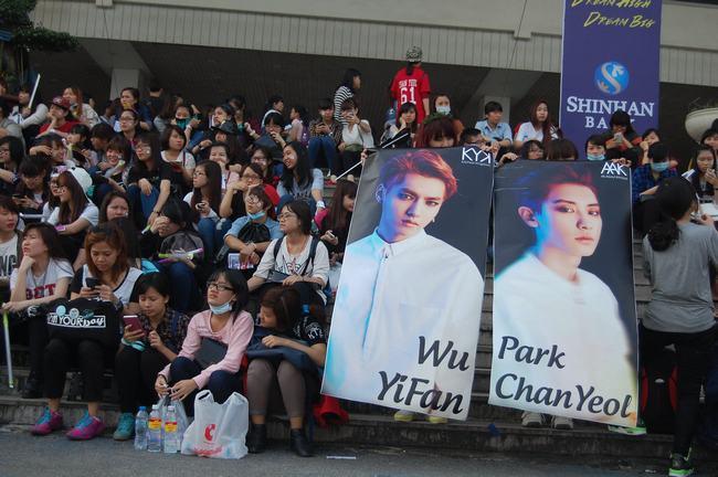 Fan Việt xếp hàng dài vào xem thần tượng - 6