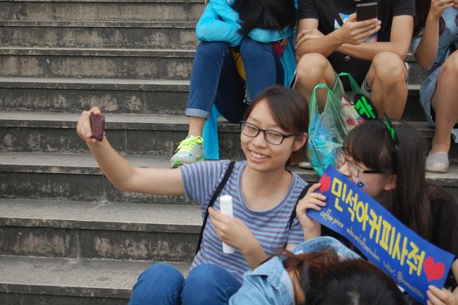 Fan Việt xếp hàng dài vào xem thần tượng - 5