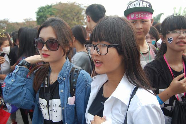 Fan Việt xếp hàng dài vào xem thần tượng - 16