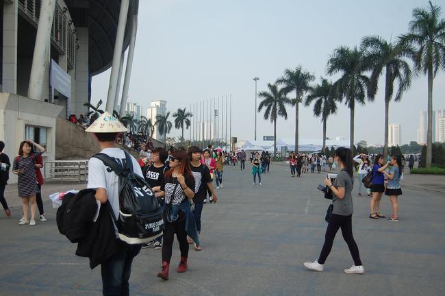 Fan Việt xếp hàng dài vào xem thần tượng - 15