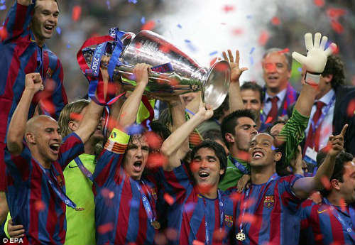 Dream Team của Deco: HLV Atletico đá cặp cùng Messi, CR7 - 1