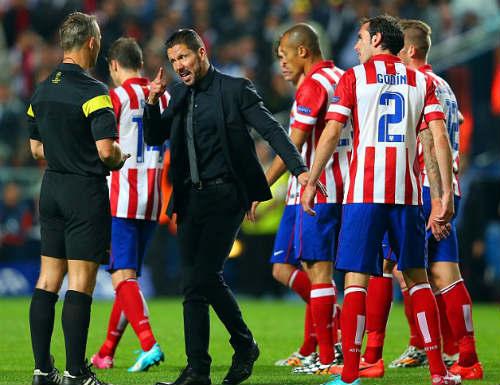 Dream Team của Deco: HLV Atletico đá cặp cùng Messi, CR7 - 3