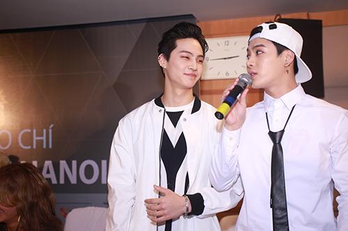 Cận cảnh vẻ đẹp hoàn hảo của Jackson và JB (GOT7) tại HN - 5