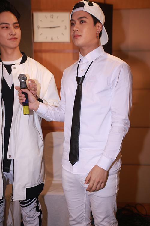 Cận cảnh vẻ đẹp hoàn hảo của Jackson và JB (GOT7) tại HN - 3