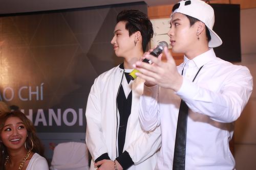 Cận cảnh vẻ đẹp hoàn hảo của Jackson và JB (GOT7) tại HN - 6