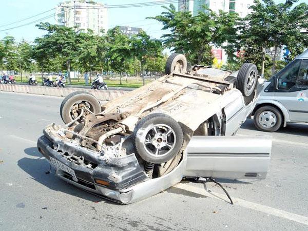 """Xế hộp """"nằm vạ"""" chiều cuối tuần tại Sài Gòn - 1"""