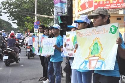 Chùm ảnh: Người Sài Gòn tắt xe máy bảo vệ môi trường - 2