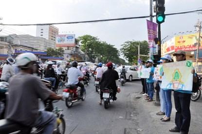 Chùm ảnh: Người Sài Gòn tắt xe máy bảo vệ môi trường - 3