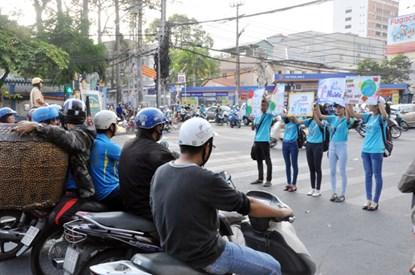 Chùm ảnh: Người Sài Gòn tắt xe máy bảo vệ môi trường - 4