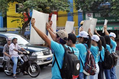 Chùm ảnh: Người Sài Gòn tắt xe máy bảo vệ môi trường - 7