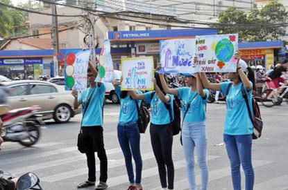 Chùm ảnh: Người Sài Gòn tắt xe máy bảo vệ môi trường - 9