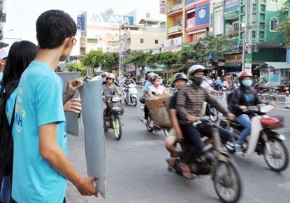 Chùm ảnh: Người Sài Gòn tắt xe máy bảo vệ môi trường - 10