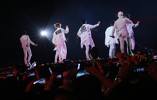 Dàn sao Kpop cháy hết mình tại sân Mỹ Đình - 8