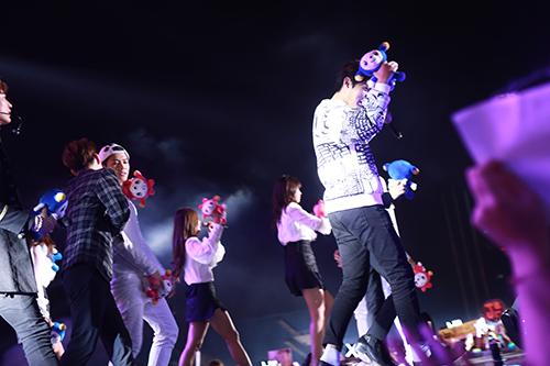 Dàn sao Kpop cháy hết mình tại sân Mỹ Đình - 24