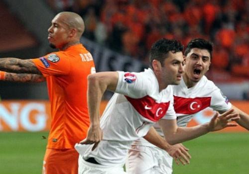 Hà Lan - Thổ Nhĩ Kỳ: Thoát hiểm trong gang tấc - 1